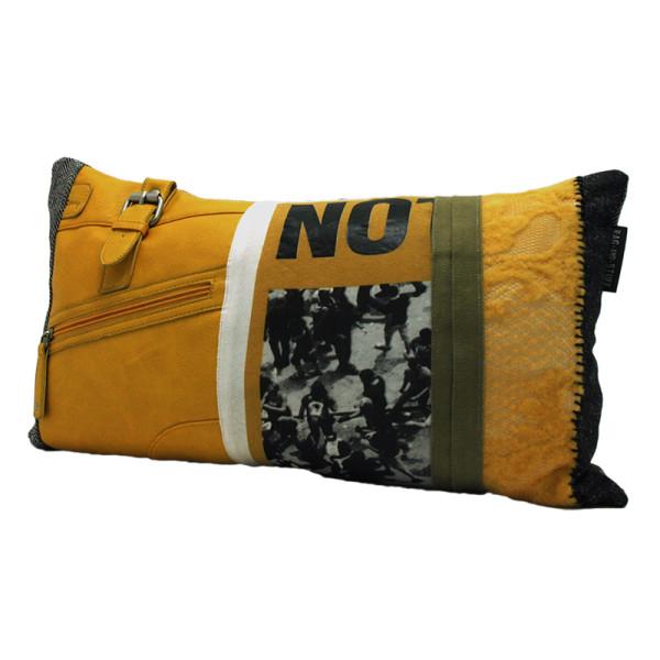 Vintage yellow bag kussen smal voorkant
