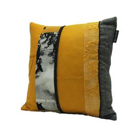 Vintage yellow bag kussen voorkant